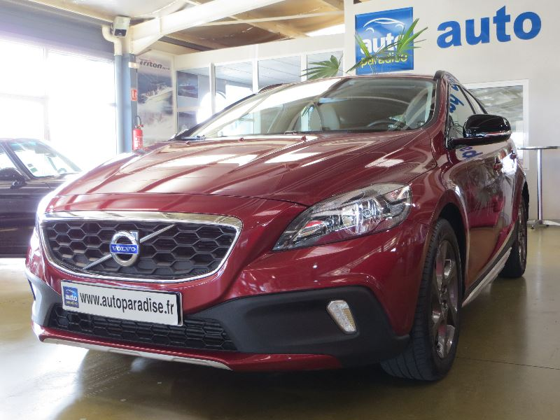 Véhicule d'occasion VOLVO V40 115 CROSS COUNTRY MOMENTUM